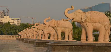 Elephant-statues-at-the-Ambedkar-park-Rashtriya-Dalit-Prerna-Pratibimb-Sthal-Noida