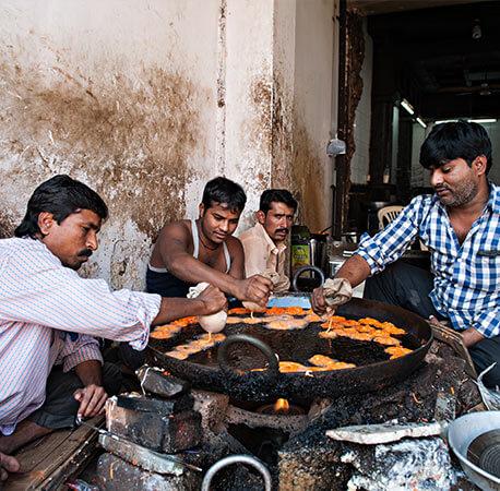 People-making-or-frying-Jalebi-Aurangabad